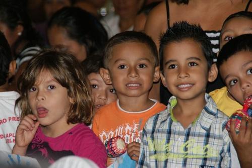 Niñas y niños del Centro Preescolar de Aplicación Arlen Siú UNAN Managua durante el Foro de Primera Infancia de la Semana Mundial de Acción por la Educación SMAE 2012 (UNICEF/Nicaragua-2012/M.G. Terán)